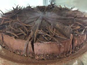 Lanýžový dort, máslo, brazilská čokoláda, smetana, nepečený korpus