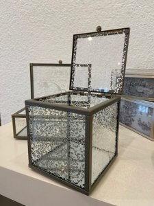 Sklo a kov, krabička, šperkovnice, v. 10 cm, š. 9 cm, h. 9 cm, 570,-