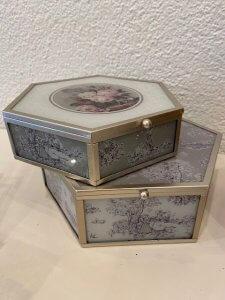 Romantická dózička na dívčí poklady, sklo, kov, v. 6 cm, š. 16,5 cm, 890,-