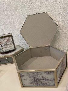 Větší romantická dózička na dívčí poklady, sklo, kov, v. 7 cm, š. 20 cm, 960,-