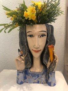 """""""Víla s kolibříkem"""", keramika, 9.600 Kč"""