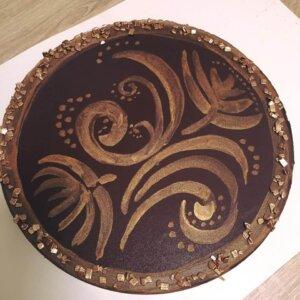 Máslo, brazilská čokoláda, smetana, nepečený korpus